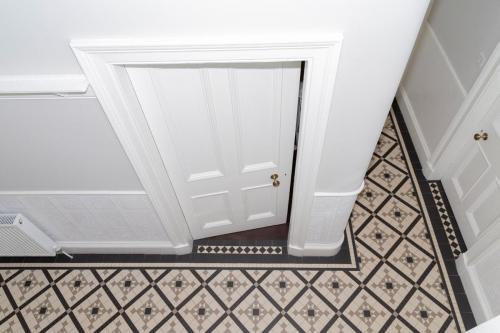 Hallway 10-min