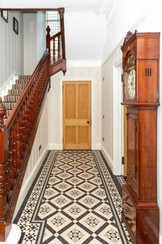 Hallway 5-min